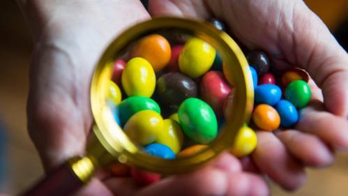 Dioxyde de titane: l'additif E171 sera interdit dans les denrées alimentaires en France à partir du 1er janvier 2020