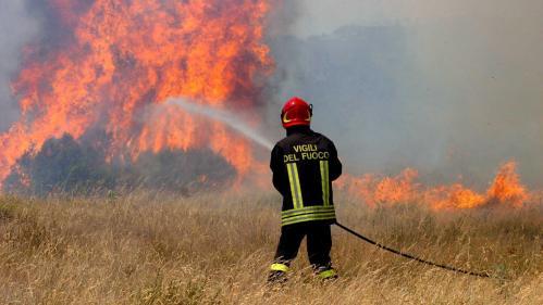 Italie : 27 millions d'euros d'amende pour deux étudiants ayant causé un feu de forêt avec un barbecue  https://l.leparisien.fr/Ucn-w