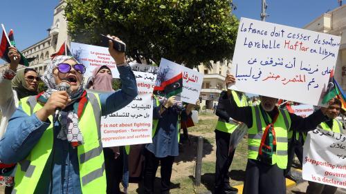 """Des Libyens en gilets jaunes à Tripoli pour dénoncer le """"soutien"""" de Paris à Haftar"""
