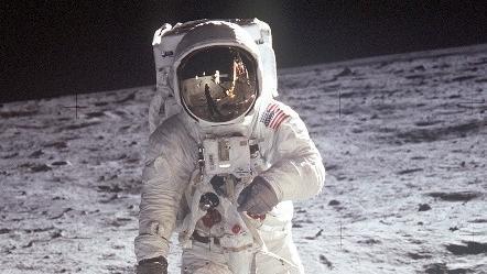 Premiers pas sur la Lune, 50 ans après, pourquoi y retourner ?
