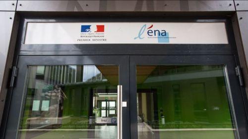 Suppression de l'ENA : l'école réplique sur Twitter