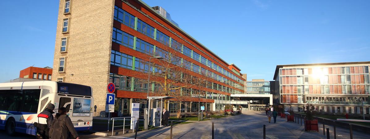 Pas-de-Calais : le directeur de l'hôpital d'Arras visé par une plainte pour harcèlement moral, une enquête ouverte.