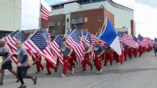 VIDEO. Incendie de Notre-Dame : les pompiers de New York défilent en hommage aux pompiers de Paris