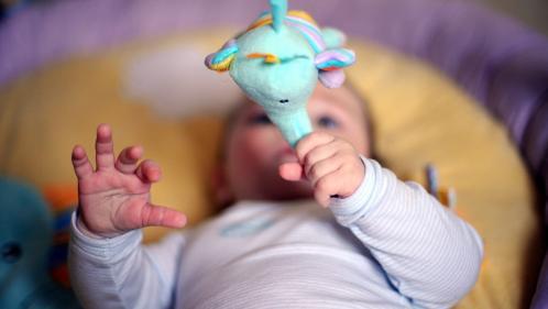 Italie : un bébé naît deux mois après son jumeau