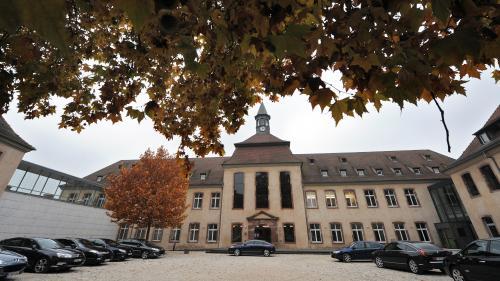 """""""Non, les élèves de l'ENA ne sont ni cooptés, ni coupés des réalités"""": le directeur de la prestigieuse école répond à Emmanuel Macron"""