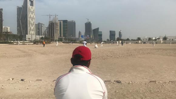 Au Qatar, les ouvriers d'Asie du Sud-Est qui construisent les stades de la Coupe du monde de foot préfèrent le cricket