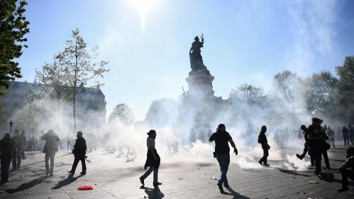 """VIDEO. """"Suicidez-vous"""", lancent des manifestants aux forces de l'ordre lors de la mobilisation des """"gilets jaunes"""" à Paris"""