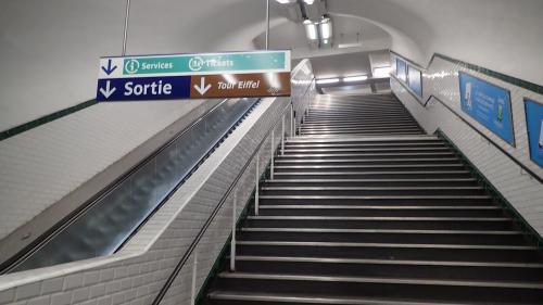 """""""Gilets jaunes"""" : le trafic du métro à Paris fortement perturbé"""
