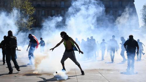 """VIDEO. """"Gilets jaunes"""" : 227 personnes interpellées après une journée sous tension à Paris"""