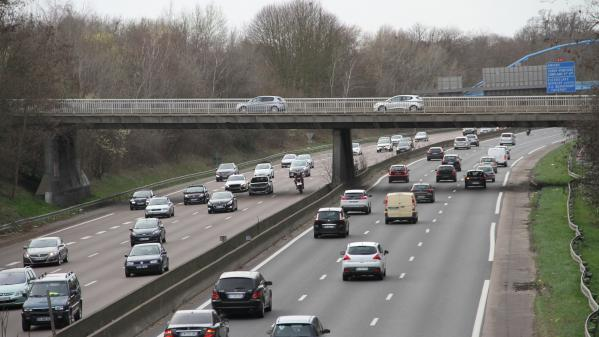 Moselle : un automobiliste sans permis abandonne sa voiture et sa copine sur l'autoroute pour échapper à un contrôle