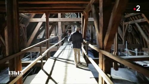 """VIDEO. Notre-Dame de Paris : dernière promenade au cœur de la """"forêt"""" de la cathédrale désormais partie en fumée"""