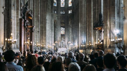 """""""On se remet petit à petit"""" : à Saint-Eustache, la messe de Pâques donne du baume au cœur des fidèles après l'incendie de Notre-Dame"""