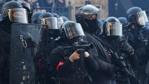 """""""Gilets jaunes"""" : """"Il faut que la violence s'arrête"""", demande Emmanuel Grégoire, premier adjoint à la maire de Paris"""