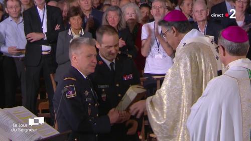 VIDEO. Incendie de Notre-Dame : un hommage est rendu aux pompiers de Paris à la messe de Pâques