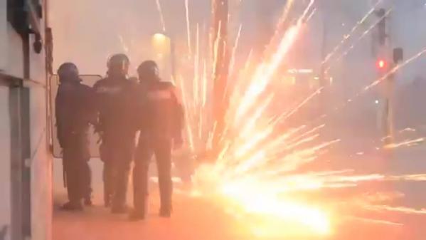 Les gilets jaunes ont-il le droit d'utiliser des feux d'artifice lors des manifestations ?