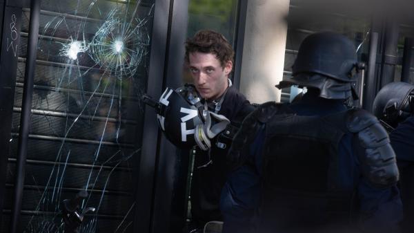Gilets jaunes : sous contrôle judiciaire, que risque le journaliste Gaspard Glanz s'il se rend aux manifestations ?