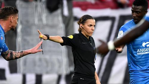 Foot : une femme va arbitrer pour la première fois un match de Ligue1