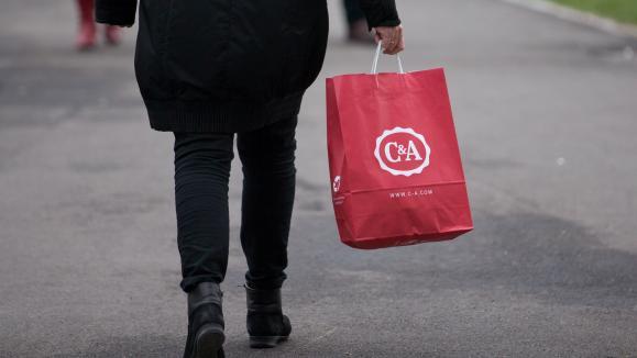 cf70f657a52 Une quinzaine de boutiques de vétements C amp A pourraient prochainement  disparaître en ...