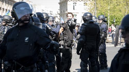 """Six choses à savoir sur Gaspard Glanz, le journaliste arrêté à Paris lors de la manifestation des """"gilets jaunes"""""""
