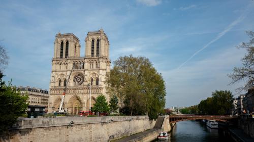 Pourquoi les théories du complot ont-elles flambé après l'incendie de Notre-Dame ?