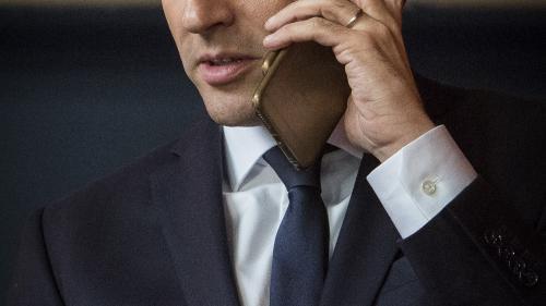 """VIDEO. """"Allo, monsieur le président ?"""" : deux célèbres humoristes russes affirment avoir piégé Emmanuel Macron"""