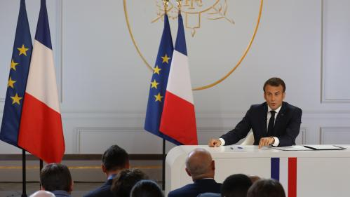 """""""On a parlé d'un tournant du quinquennat, c'est tout juste une étape"""" : les réactions politiques après le discours d'Emmanuel Macron"""
