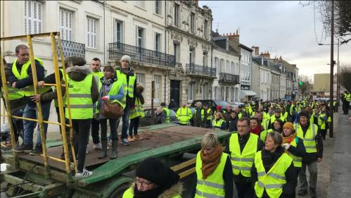 """""""Trop manipulateur"""", """"pour les riches""""... à Châteauroux, les """"gilets jaunes"""" n'attendent plus grand-chose d'Emmanuel Macron"""