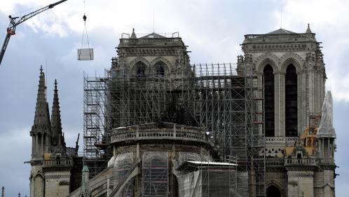 """Notre-Dame de Paris : un millier d'experts appellent Macron à éviter la """"précipitation"""""""