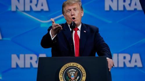 Etats-Unis : Donald Trump évoque (encore) les attentats de Paris pour justifier sa politique sur les armes à feu
