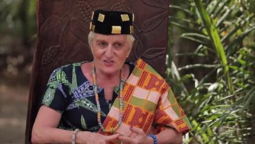 """VIDEO. """"Il m'est arrivée d'avoir envie de rentrer"""" : Marie-Claude Lovisa, française et reine au Togo"""