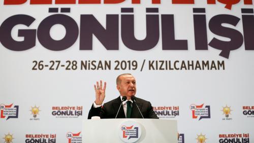 """""""Apprends d'abord à être honnête en politique"""" : Recep Tayyip Erdogan s'en prend à Emmanuel Macron"""