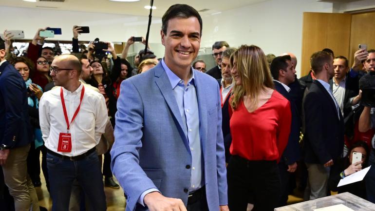 Le chef du gouvernement espagnol, le socialiste Pedro Sanchez, vote à Madrid lors des législatives, dimanche 28 avril 2019.