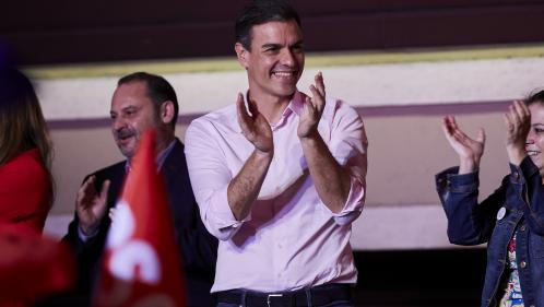 Poussée socialiste, irruption de l'extrême droite... Ce qu'il faut retenir des législatives en Espagne