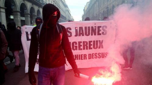 """1er-Mai: les autorités redoutent la venue à Paris d'au moins 1500 black blocs et leur convergence avec des """"gilets jaunes"""" radicaux"""