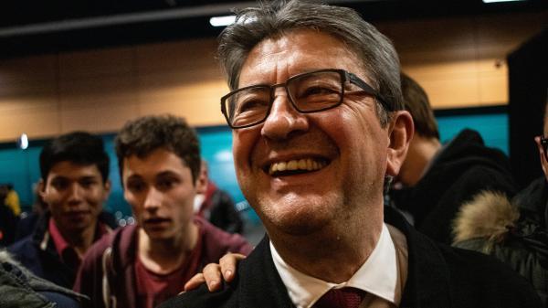 Européennes : Mélenchon a-t-il fait jeter 180 000 affiches de campagne parce qu'il n'aimait pas la couleur de sa cravate ?