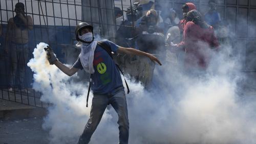 """DIRECT. Venezuela : l'Union européenne appelle à la """"plus grande retenue"""" après de violents heurts à Caracas"""