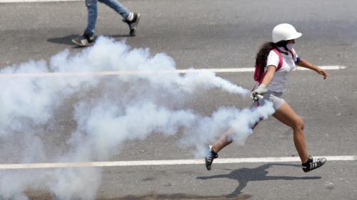 Venezuela : nouveaux heurts entre les forces de l'ordre et les partisans de Juan Guaido à Caracas