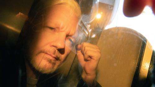 Julian Assange condamné à 50 semaines de prison à Londres pour avoir violé les conditions de sa liberté provisoire