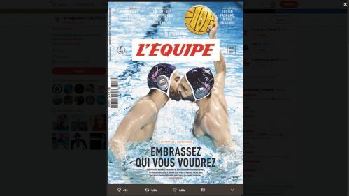 """Un kiosquier parisien accusé de refuser de vendre le magazine """"L'Equipe"""" dont la couverture montre deux hommes qui s'embrassent"""