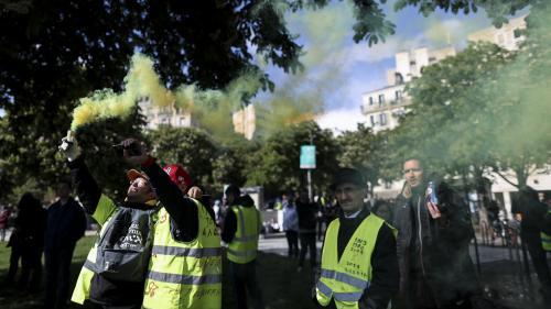 """""""Ça va donner des voix à un petit parti"""" : des """"gilets jaunes"""" pas convaincus à l'idée de voter pour une liste jaune aux européennes"""