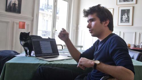 """Des grandes écoles aux """"gilets jaunes"""" en passant par WikiLeaks: qui est Juan Branco, l'avocat proche de Piotr Pavlenski ?"""