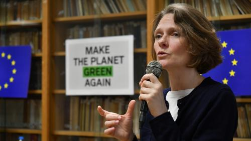 """VIDEO. """"Un guet-apens climatosceptique"""" : l'écologiste Claire Nouvian répond après un clash sur CNews"""