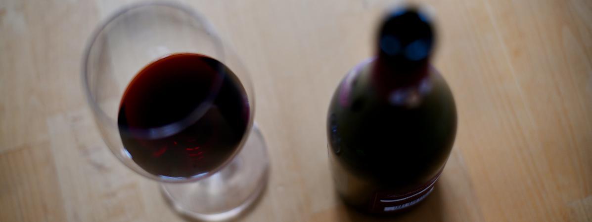 En moyenne dans le monde, chaque adulte a consommé 6,5 litres d\'alcool pur en 2017, contre 5,9 litres en 1990. Cette quantité devrait atteindre 7,6 litres d\'ici 2030, selon des estimations. (Photo d\'illustration)