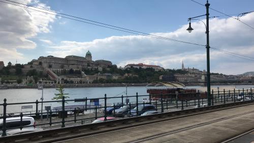 Sur les routes de l'Europe. Direction Budapest, où l'influence russe et l'espionnage règnent
