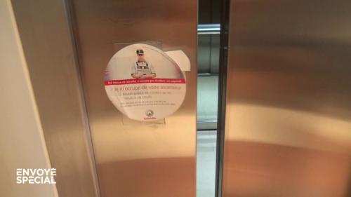 """VIDEO. Pourquoi les ascenseurs des HLM sont-ils toujours en panne? """"Envoyé spécial"""" a enquêté dans les coulisses des services de maintenance"""