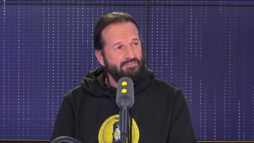 """Européennes : """"Il n'y a qu'une liste de 'gilets jaunes', c'est l'Alliance jaune dont je suis la tête de liste"""", affirme Francis Lalanne"""