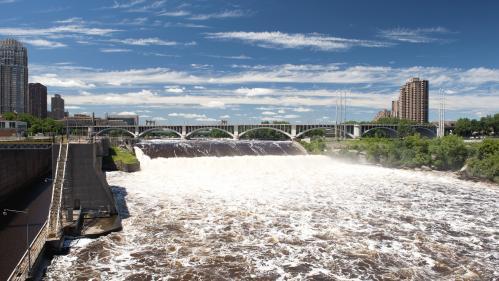 Deux tiers des plus longs cours d'eau du monde sont entravés par les humains, selon une étude   https://www.francetvinfo.fr/monde/environnement/deux-tiers-des-plus-longs-cours-d-eau-du-monde-sont-entraves-par-l-homme-selon-une-etude_3435595.html&hel