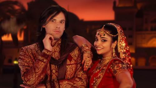 "Orelsan nage en plein Bollywood dans son nouveau clip ""Dis-moi"""