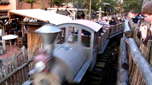 """Euro Disney relaxé huit ans après un accident dans """"le Train de la mine"""""""