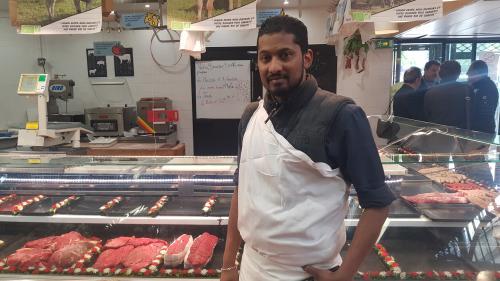 De la Guadeloupe à son étal parisien, l'itinéraire de Steevens Kissouna, boucher bio et passionné agressé par des militants antispécistes
